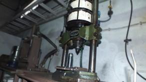 Torno de pressão - inserções metálicas